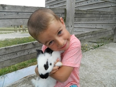 Bastien adore ce petit lapin